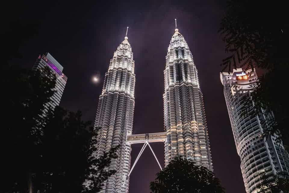 Kuala-Lumpur-Petronas-Tower-at-KLCC-Park-min