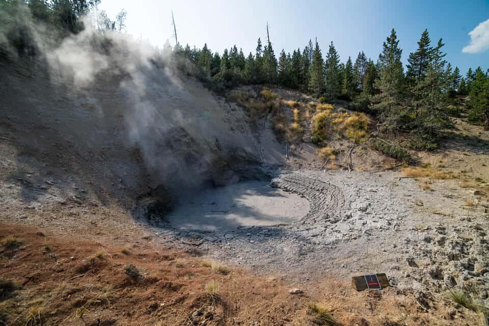 Mud-Volcano-Yellowstone