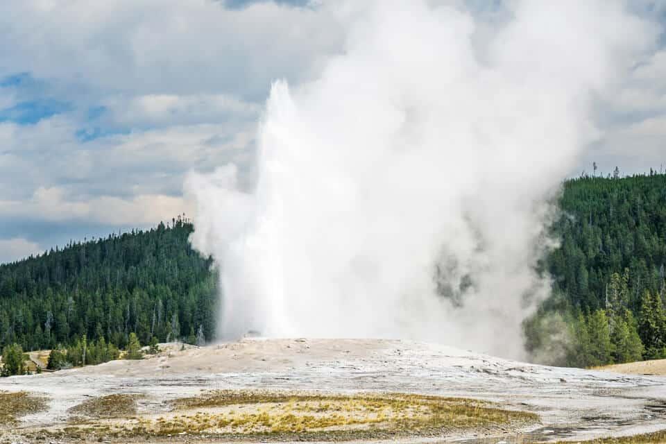 Old-Faithful-Geyser-Yellowstone
