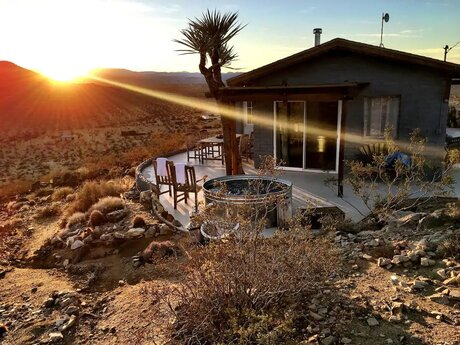 Airbnbs in Joshua Tree for Couples