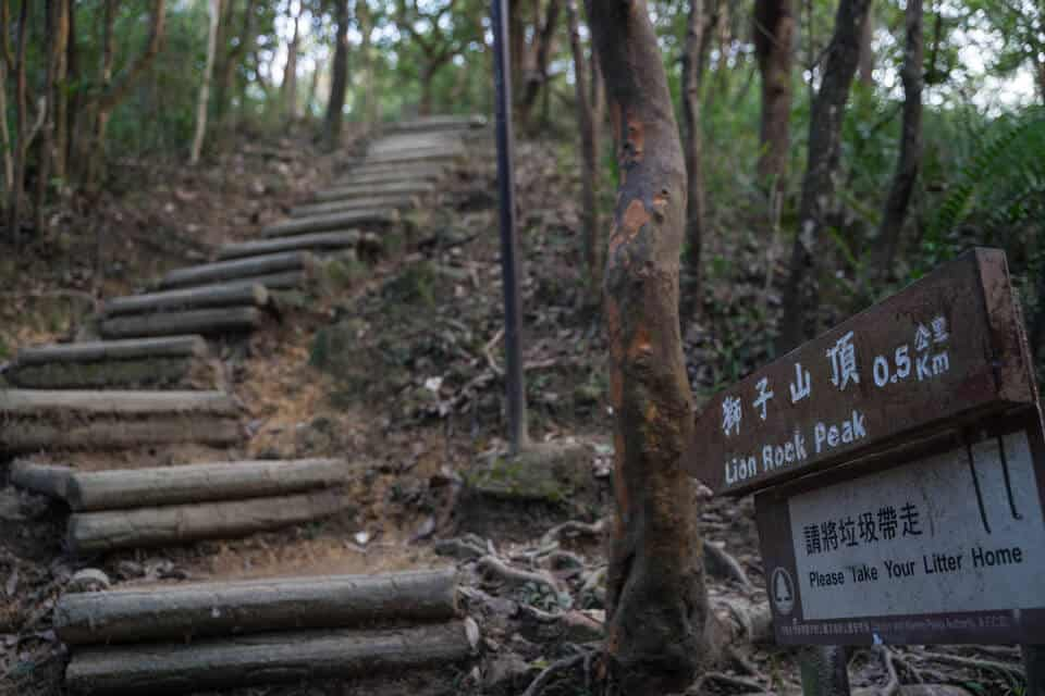 Sign-To-Lion's-Rock-Peak