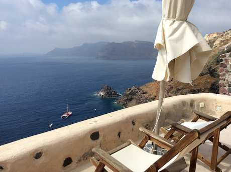 Airbnb Santorini with Pool