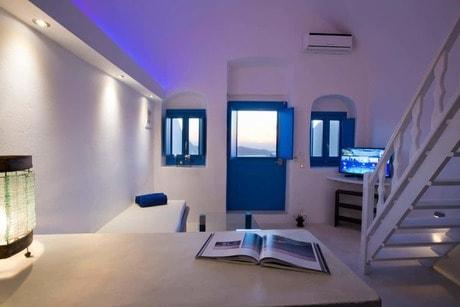 Best Airbnbs in Pyrgos Santorini