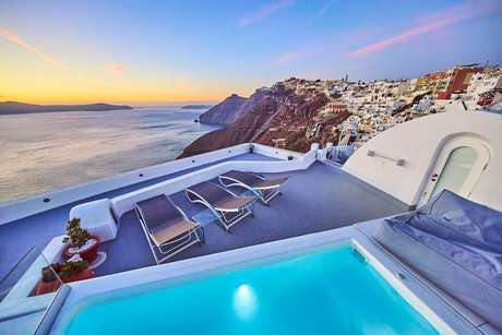 Best Santorini Towns