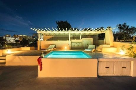 Imerovigli Airbnb Villas