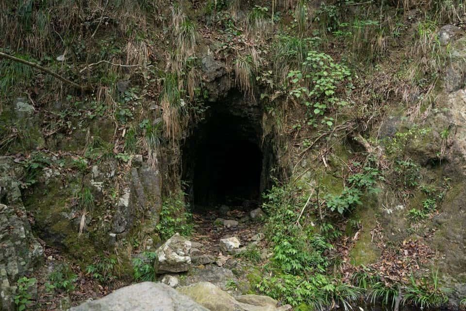 Caves At Ng Tung Chai Waterfall
