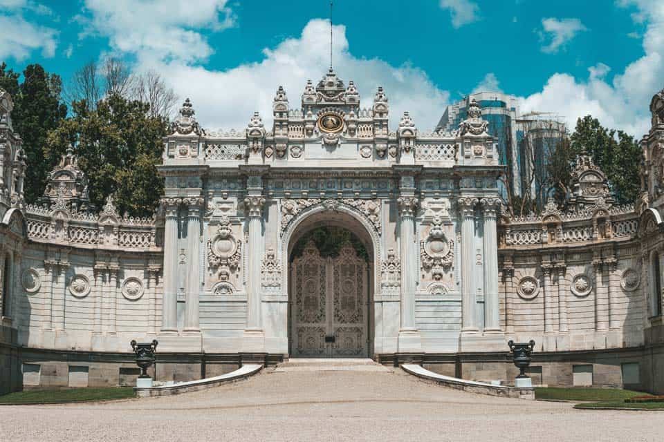 Dolmabahce-Palace-Time-in-Istanbul